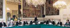 Photo : the managing committee of the french Senate at work
